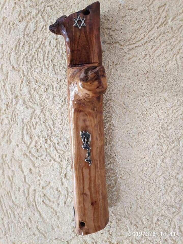 """בית מזוזה מעץ זית בעיצוב אישי ערמון הסופר סופר סת""""ם בתי מזוזה מעוצבים"""