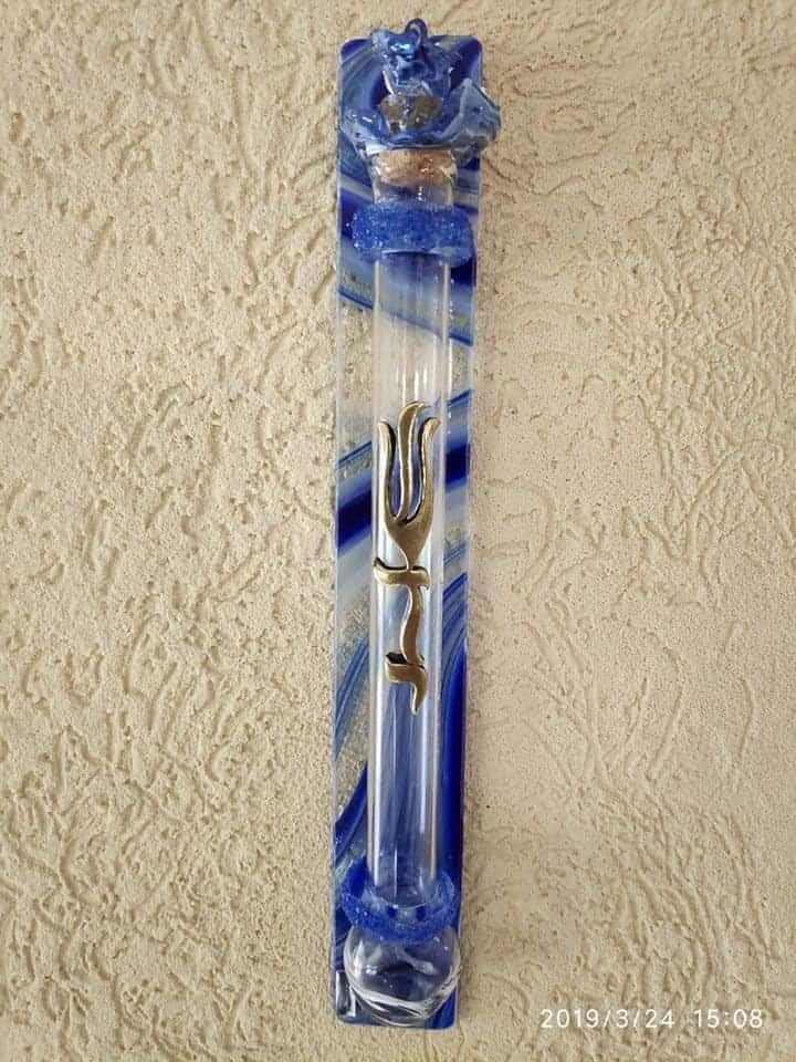 """בית מזוזה מזכוכית בעיצוב אישי ערמון הסופר סופר סת""""ם בתי מזוזה מעוצבים"""